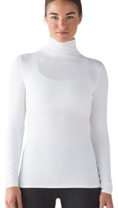Lululemon layer me turtleneck size 2