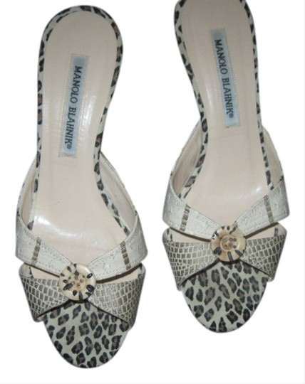 Preload https://item5.tradesy.com/images/manolo-blahnik-multi-color-with-tiger-print-mules-2098554-0-0.jpg?width=440&height=440