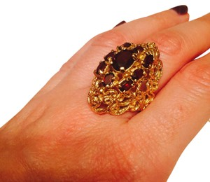 Vintage gold 14K yellow gold ring with garnets