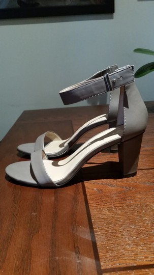 Ann Taylor Grey Pumps