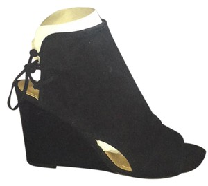 Tahari Black Wedges