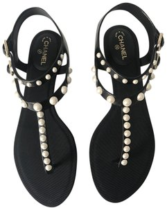 Chanel Flats Pearl Thong Black Sandals