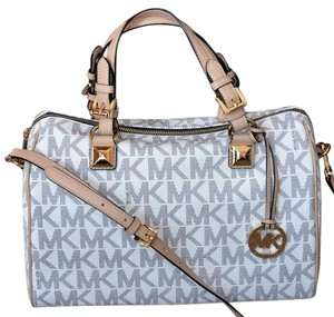 Michael Kors Signature Patent Pet And Smoke Free 35s6mgys2z Satchel in Navy Signature