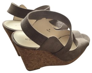 Audrey Brooke tan Wedges
