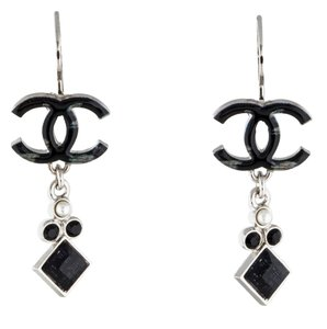 Chanel Silver-tone Chanel interlocking CC enamel pearl drop earrings