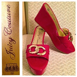 Juicy Couture red Wedges