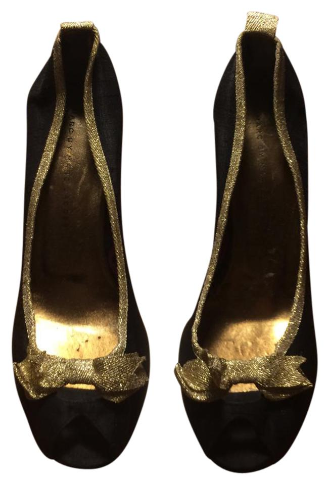 Marc by Marc Jacobs Navy Blue   Gold Bow Peep Toe Heels Pumps Size ... eb50e5c67
