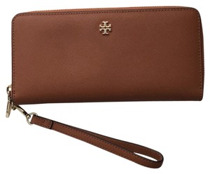 Tory Burch Wallet Wallet Continental Saffiano Wristlet in Luggage