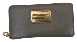 Marc by Marc Jacobs MARC BY MARC JACOBS CLASSIC Q ZIP AROUND SLIM WALLET