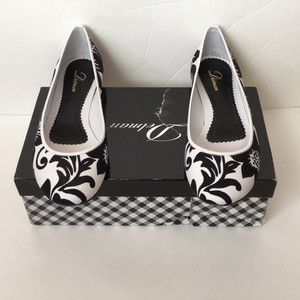 Delman Black and white Flats