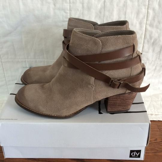 Preload https://img-static.tradesy.com/item/21000033/dolce-vita-taupe-java-bootsbooties-size-us-95-regular-m-b-0-0-540-540.jpg