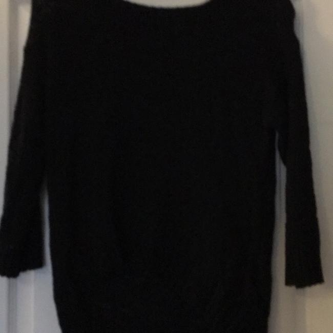 Preload https://img-static.tradesy.com/item/21001222/h-and-m-black-no-number-sweaterpullover-size-6-s-0-0-650-650.jpg