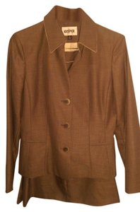 Kasper Business/Weekend Suit with attention to details