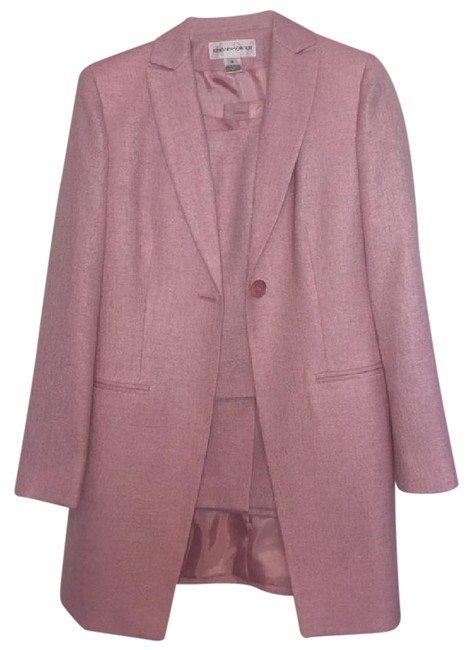 Preload https://img-static.tradesy.com/item/21001518/jones-new-york-light-pink-3-piece-skirt-suit-size-6-s-0-1-650-650.jpg
