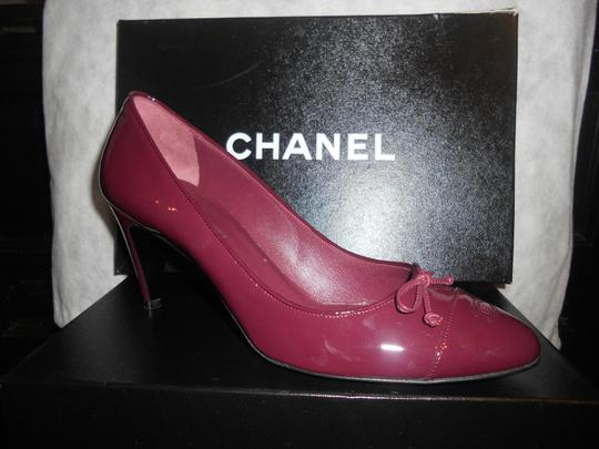 Chanel Two Tone Patent Leather Burgundy Pumps Image 10
