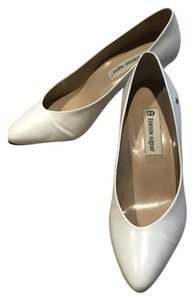 Etienne Aigner Leather Size 7m Classic Ivory Pumps