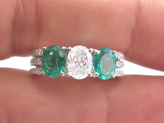 Other 18Kt Diamond & Green Emerald Three Stone White Gold Engagement Ring 2. Image 4