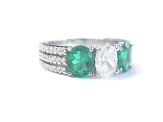 Other 18Kt Diamond & Green Emerald Three Stone White Gold Engagement Ring 2. Image 5