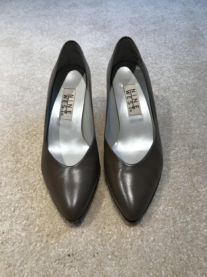 Etienne Aigner Leather Size 7m Classic Taupe Pumps Image 3