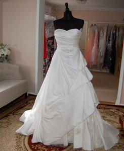 Enzoani Ivory Satin/Lace 1328 Ball Gown Embroidered Skirt Wedding Dress Size 10 (M)