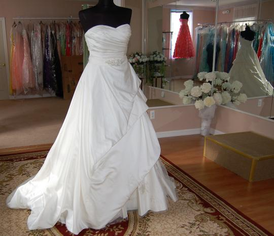 Enzoani Ivory Satin/Lace 1328 Ball Gown Embroidered Skirt Wedding Dress Size 10 (M) Image 1
