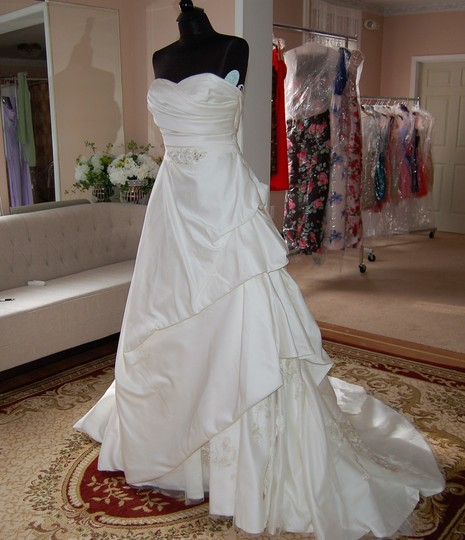 Enzoani Ivory Satin/Lace 1328 Ball Gown Embroidered Skirt Wedding Dress Size 10 (M) Image 10