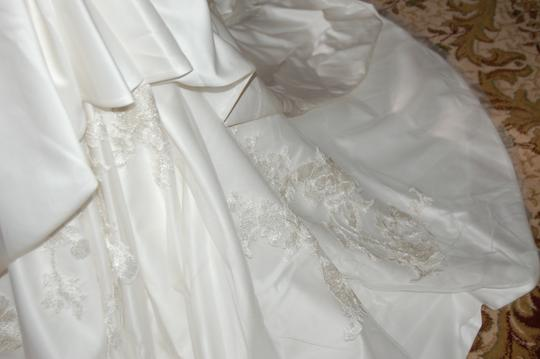 Enzoani Ivory Satin/Lace 1328 Ball Gown Embroidered Skirt Wedding Dress Size 10 (M) Image 11