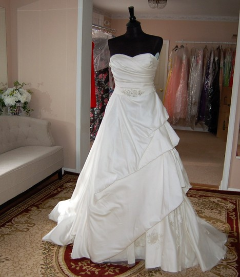 Enzoani Ivory Satin/Lace 1328 Ball Gown Embroidered Skirt Wedding Dress Size 10 (M) Image 2