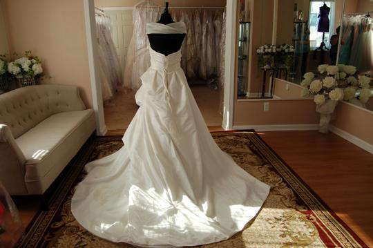 Enzoani Ivory Satin/Lace 1328 Ball Gown Embroidered Skirt Wedding Dress Size 10 (M) Image 3