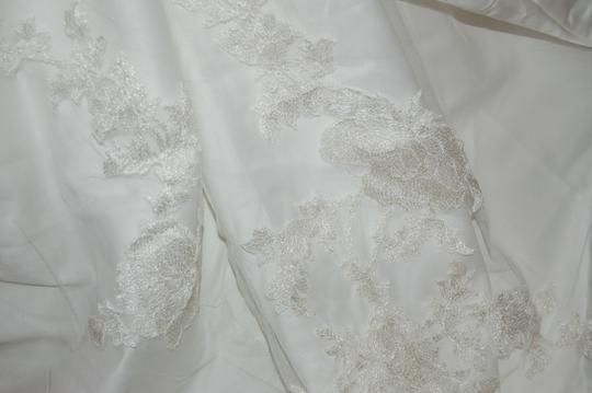 Enzoani Ivory Satin/Lace 1328 Ball Gown Embroidered Skirt Wedding Dress Size 10 (M) Image 4