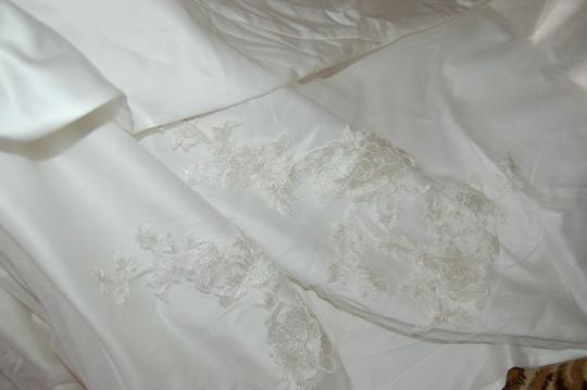 Enzoani Ivory Satin/Lace 1328 Ball Gown Embroidered Skirt Wedding Dress Size 10 (M) Image 5