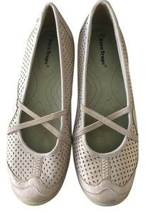 Bare Traps Beige/Neurtral Flats