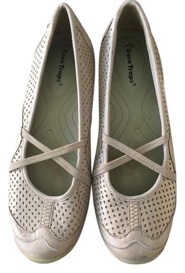 Bare Traps Beige/Neurtral Flats Image 0
