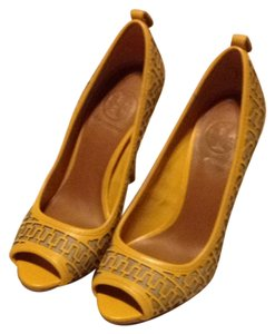 Tory Burch Yellow Tan Pumps