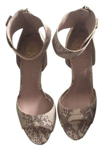 Vince Camuto neutral Pumps