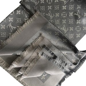 Louis Vuitton 100% authentic Louis Vuitton scarf