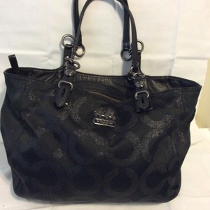 Coach Lightweight Leather Straps Satchel in black