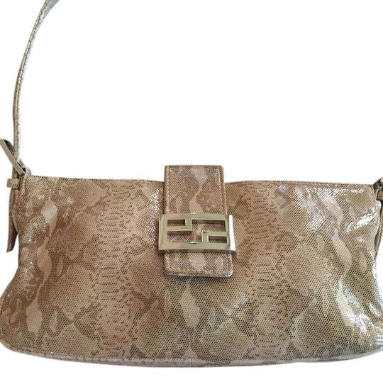 Preload https://img-static.tradesy.com/item/21006365/tanbeige-leather-shoulder-bag-0-1-540-540.jpg