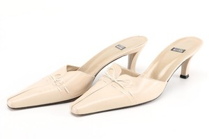 Stuart Weitzman Leather Bow beige and cream Mules