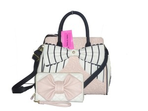 Betsey Johnson Cross Body Quilted Rose Oversized Wallt Satchel in blush bone