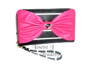 Betsey Johnson OVERSIZED ZIP AROUND / BLACK striped /fuchsia bow / TRAVEL WALLET