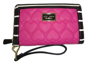 Betsey Johnson OVERSIZED ZIP AROUND / QUILTED HEART / TRAVEL WALLET