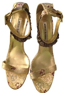 Manolo Blahnik Made In Italy Gold Lame In Box Gold/Multi Brocade Sandals