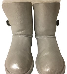 1a52006f0ec White UGG Australia Boots & Booties 5 Up to 90% off at Tradesy