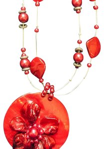 Dillard's red disc shell adjustable necklace