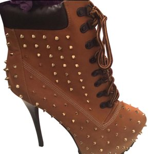ZIGIny Tan and Gold spikes Boots