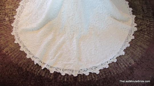 Allure Bridals Ivory / Silver Lace C302 Feminine Wedding Dress Size 12 (L) Image 8