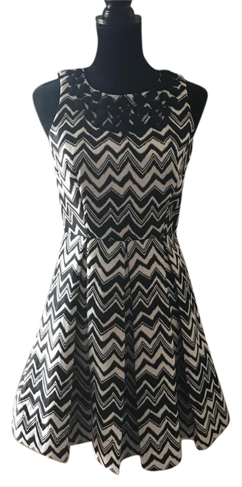 144e919f347 Just Taylor Black   White Fit Flare Mid-length Cocktail Dress Size 4 ...