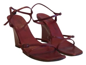 Charles David red Wedges