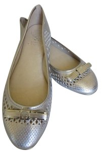 Vince Camuto Leather Silver metal crackle Flats